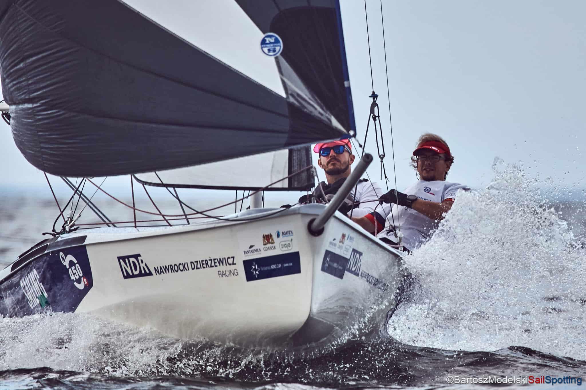 Team Sailing Machine wygrywa w Rewie